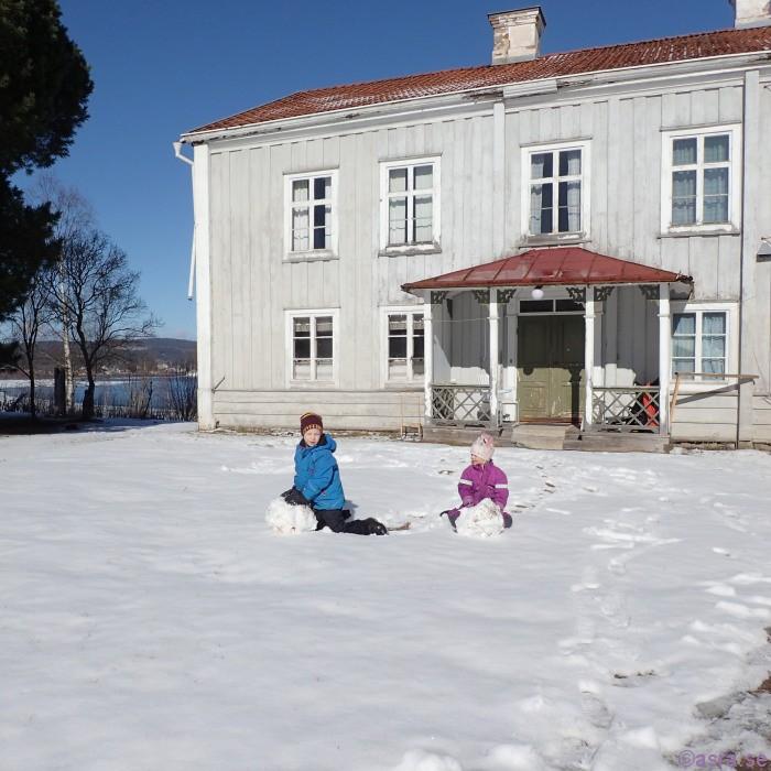 I morse var det snö då skulle det göras snögubbar.